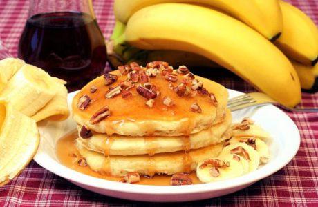 Как приготовить банановые оладьи?