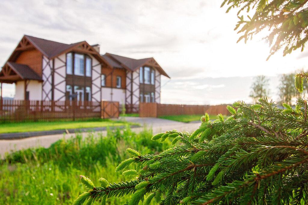Стоит ли покупать дом в коттеджном поселке?